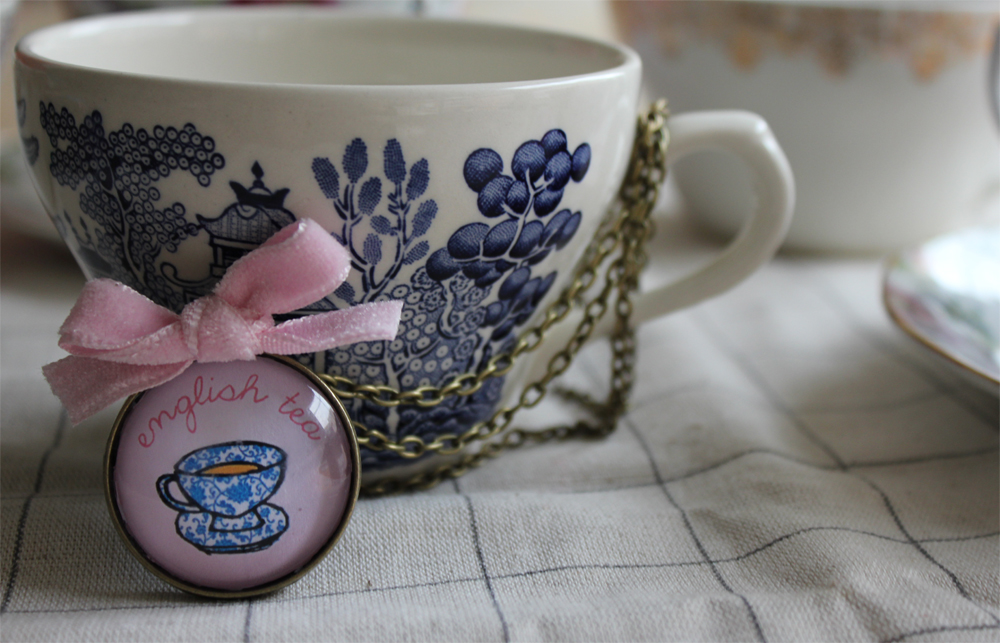 English Tea Pendant